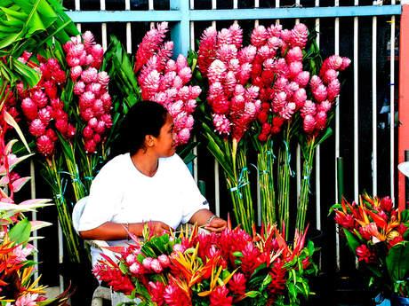 Travel - Flower seller in Tahiti